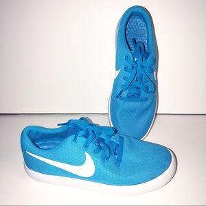 Nike Shoes Size 8.5 Like New